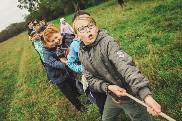 Scouter som har dragkamp